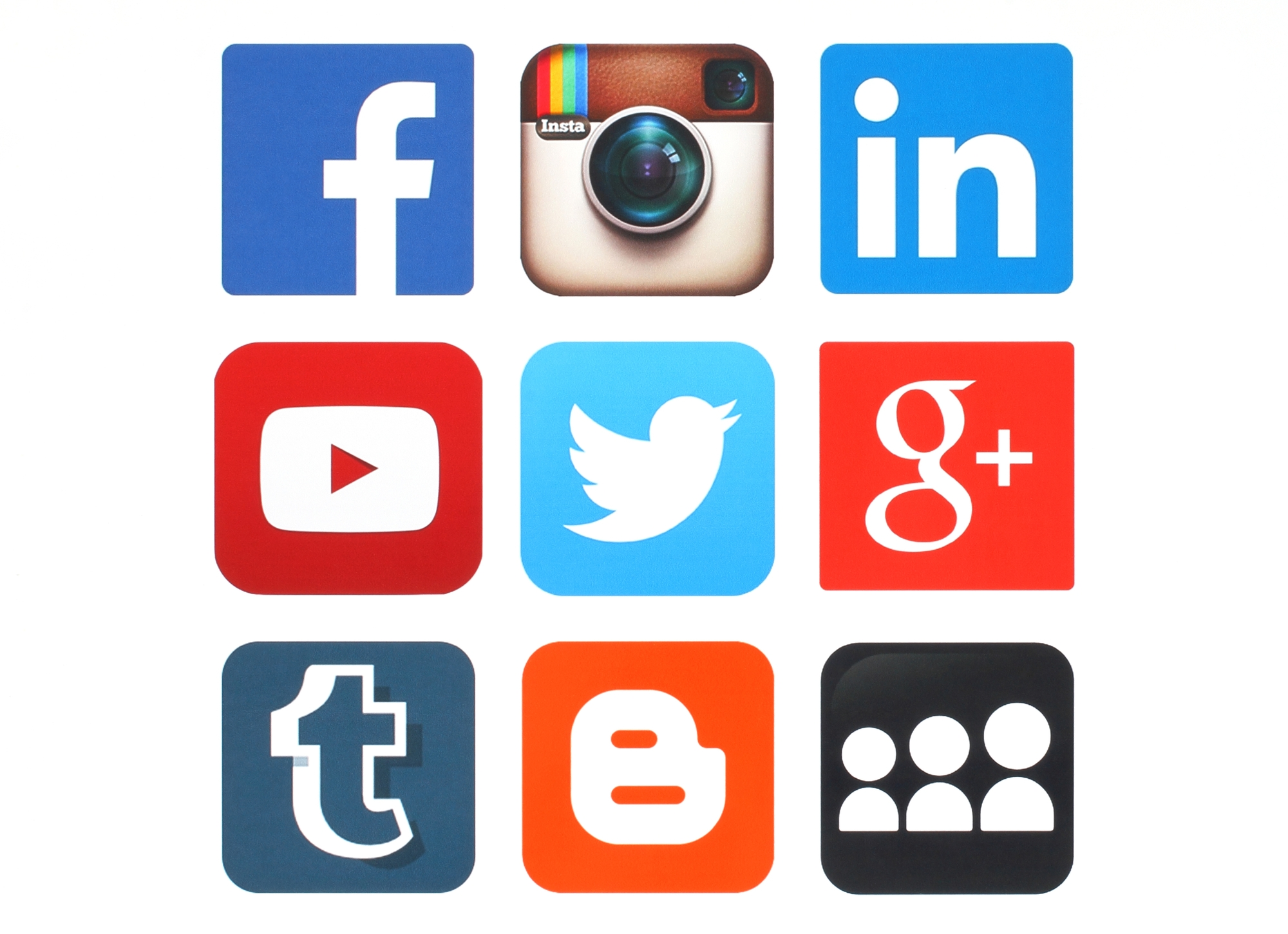 Selling Your Home? 3 Ways You Can Use Your Social Network to Speed up Your Sale